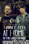 poster del film i don't feel at home in this world anymore